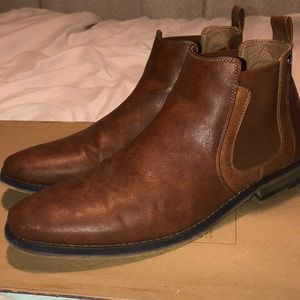 Men's Chelsea Boot. Brown Leather
